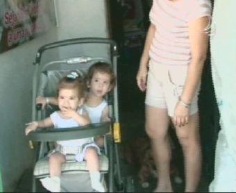 A vida das irmãs siamesas 90 dias após a cirurgia de separação