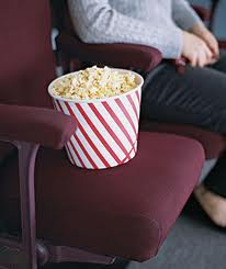 A empresa Centerplex Cinemas foi multada pelo Programa Estadual de Proteção e Defesa do Consumidor (Decon) por proibir os espectadores de assistirem às sessões em posse de produtos alimentícios adquiridos em outros estabelecimentos