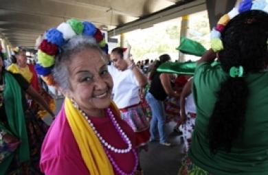 Os idosos de Fortaleza vão receber uma programação especial, nesta quarta-feira (3), em homenagem ao Dia Nacional do Idoso