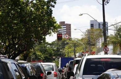 Um novo semáforo foi implantado no cruzamento da Avenida Pontes Vieira com a Rua Joaquim Nabuco, em Fortaleza