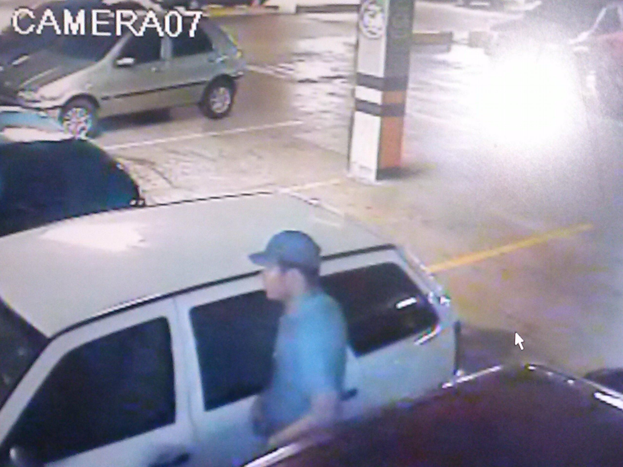 Um ex-fuzileiro naval foi preso, na manhã desta terça-feira (16), acusado de furtar carros em uma rede de supermercados de Fortaleza