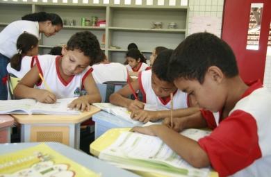 As turmas de pré-escola e do 1º e do 2º ano do ensino fundamental de rede pública devem ter no máximo 25 alunos
