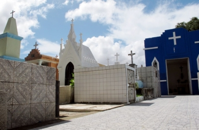 Os cemitérios públicos de Fortaleza já estão quase todos prontos para receber os visitantes no Dia de Finados, nesta sexta-feira (2)