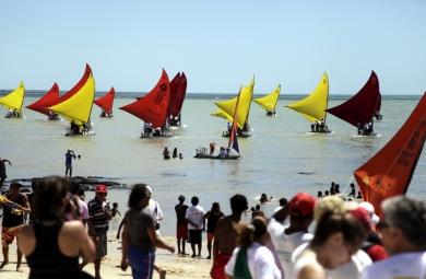 Neste domingo (25), ocorre a 3ª edição da Regata Vila do Mar, na Praia do Arpoador, localizada no Bairro Cristo Redentor, em Fortaleza