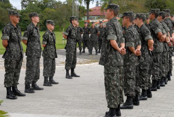 O prazo para os nascidos no ano de 1995 se apresentarem a uma Junta de Serviço Militar começou em 2 de janeiro e vai até 28 de junho, último dia útil do primeiro semestre.