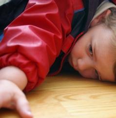 A negligência dos pais para com os filhos menores de 18 anos pode virar crime.