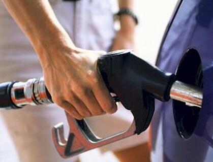 A Petrobras anunciou na noite desta terça-feira (29) aumento de 6,6% no preço da gasolina comum (Gasolina A) e 5,4% no preço do óleo diesel nas refinarias da companhia em todo o país a partir da meia-noite de quarta-feira (30).
