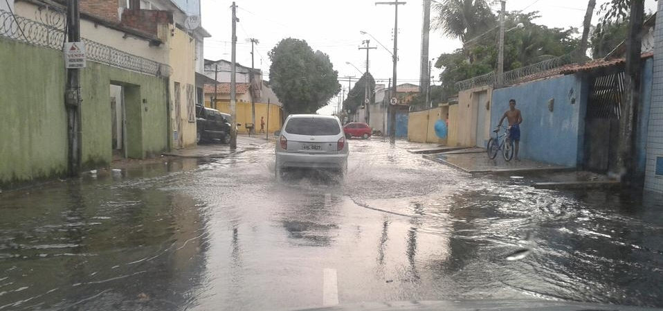 Choveu em todas as regiões do Ceará na madrugada de quinta para sexta-feira (15).