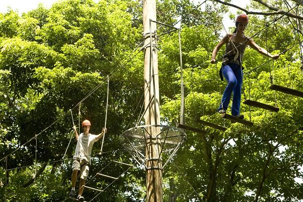 Com o fim das férias escolares, o arvorismo no Parque do Cocó volta a contar com o agendamento prévio para curtir a aventura de terça a sexta-feira, já que nesse período a prioridade é para estabelecimentos escolares e instituições – com grupos de 10 a 20 pessoas.