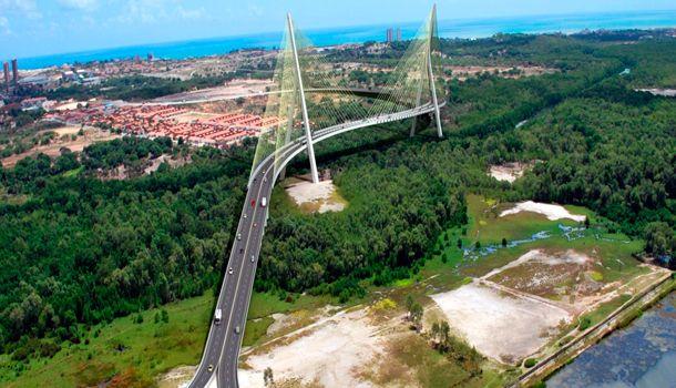 Governo doa terreno para refinaria; Dilma anuncia apoio à Ponte Estaiada