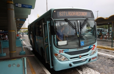 A linha de ônibus Lagoa Redonda/Papicu (627) terá a oferta de veículos ampliada e irá circular todos os dias das semana, incluindo os sábado e domingos. A mudança será implantada a partir deste sábado (6).