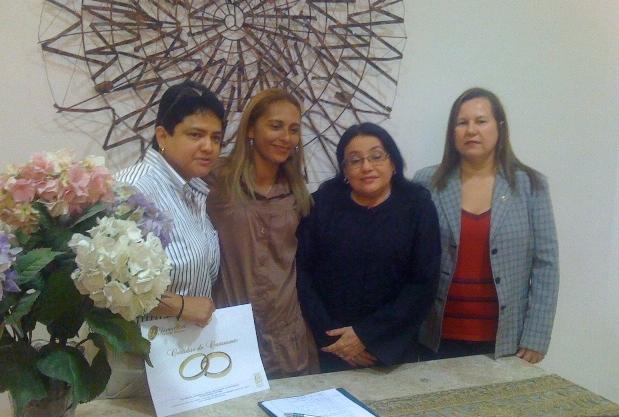O primeiro casamento homoafetivo no Ceará – após a decisão do Conselho Nacional de Justiça (CNJ) – foi realizado na manhã desta sexta-feira (17)