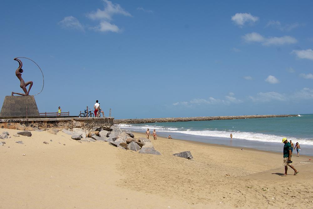 Quem vai à praia neste fim de semana tem que ficar atento aos pontos próprios para banho.