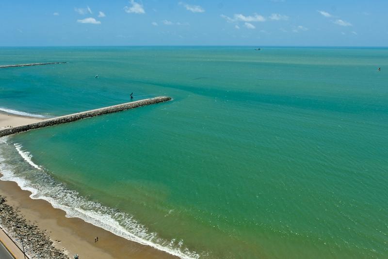 De acordo com a Superintendência Estadual do Meio Ambiente (Semace), 22 praias estão próprias para banho na orla marítima de Fortaleza.