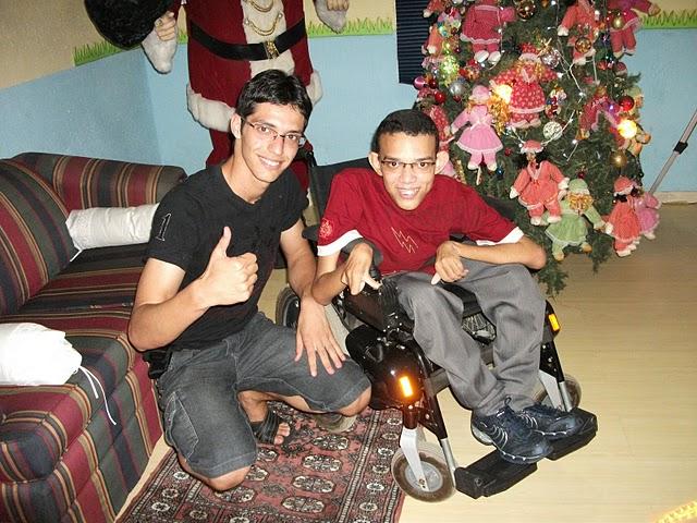 Hilário e Ricardo durante as férias, na casa do Papai Noel de Várzea Alegre