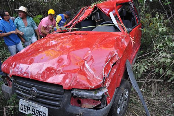 Um capotamento no quilômetro 41 da CE 292, no município de Nova Olinda, distante 497 km de Fortaleza, resultou na morte do condutor do veículo