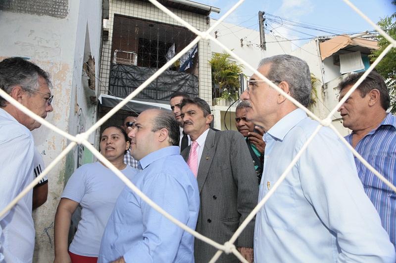Autoridades em visita recente ao Campo do América (Foto: André Lima/Divulgação)