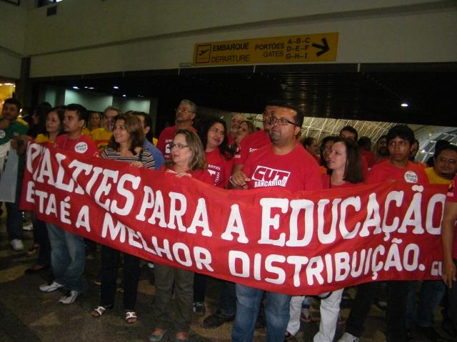 Aqui em Fortaleza, a concentração será na Praça do Ferreira, a partir das 10h (FOTO: CUT/Divulgação))