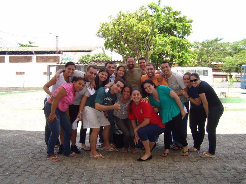 Padre Elvis era bem quisto pelos jovens do Colégio Piamarta (FOTO: Reprodução/Facebook)