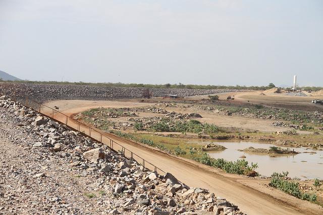 Projeto de Integração do rio São Francisco: canal e barragem do Tucutu (FOTO: Ministério da Integração))