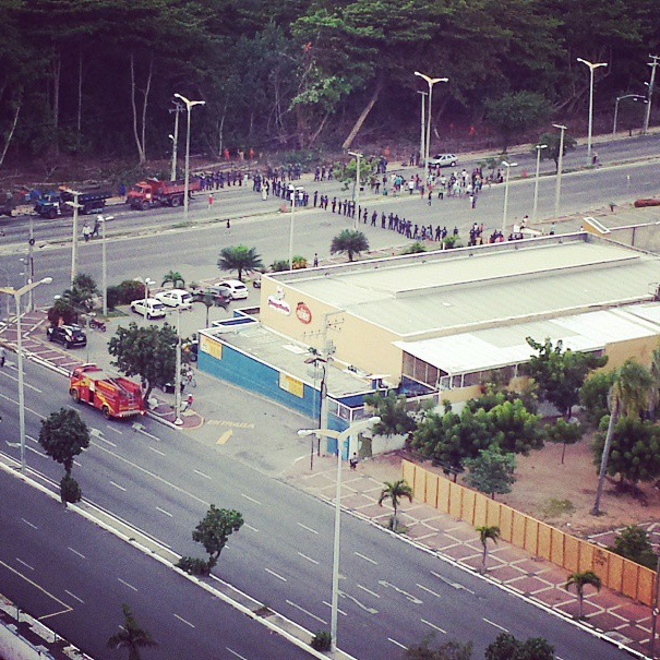 Guarda Municipal bloqueou cruzamento das Avenidas Engenheiro Santana Júnior e Via Expressa (FOTO: Murilo Góes)