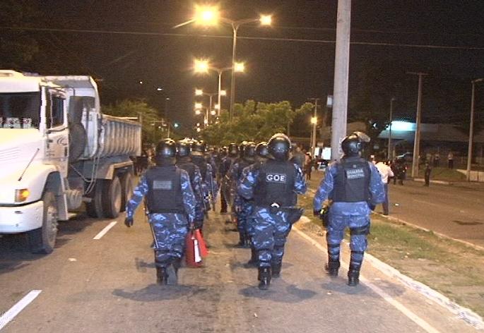 Guarda Municipal usou bombas de gás lacrimogêneo e spray de pimenta contra os manifestantes (FOTO: Reprodução/TV Jangadeiro)