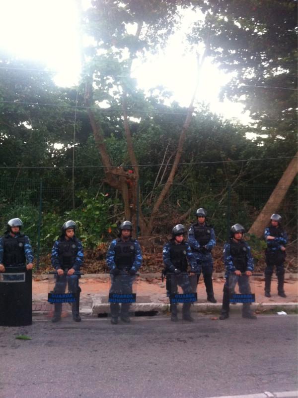 Guarda Municipal bloqueia acesso ao Parque do Cocó (FOTO: João Alfredo)