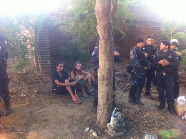Ativistas são detidos por policiais da Guarda Municipal (FOTO: João Alfredo)