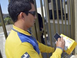 Com o uso do aplicativo pelo carteiro, o cliente tem informações na internet no exato momento em que a entrega ocorre (FOTO: Divulgação/ABr)