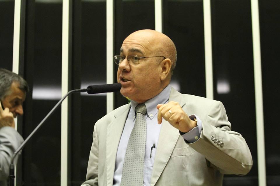 """""""Brasil precisa de médicos nas áreas mais carentes, mas que seja de forma correta"""", disse o Jiménez (FOTO: Reprodução/Facebook)"""