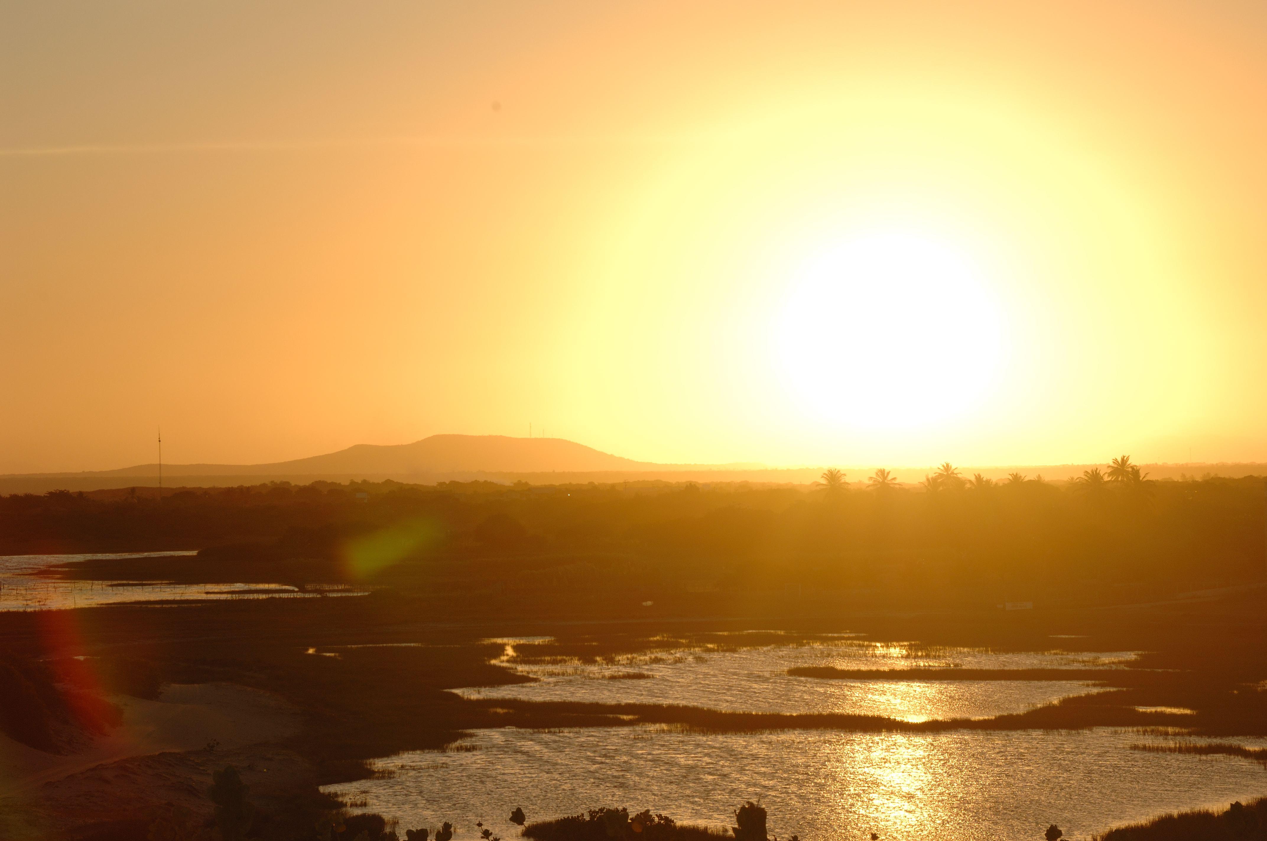 """O Centro de Previsão de Tempo e Estudos Climáticos (CPTEC/INPE) divulgou um estudo que aponta a temperatura variando entre """"normal ou acima da normal climatológico"""" para esse período."""