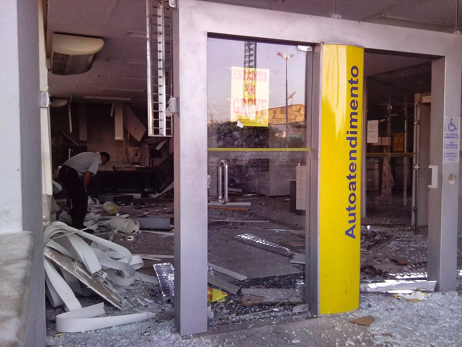 Banco do Brasil de Lavras da Mangabeira foi explodido na madrugada desta sexta-feira (4) (FOTO: Blog do Paulo Sérgio de Carvalho)
