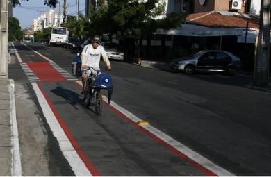 Uma nova ciclofaixa começou a ser implantada em Fortaleza, dessa vez na Rua Canuto Aguiar