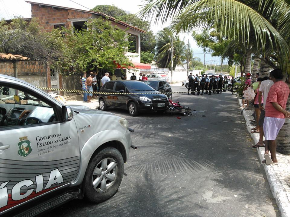 Um tiroteio na manhã deste domingo (13) deixou três pessoas feridas na Avenida Edilson Brasil.