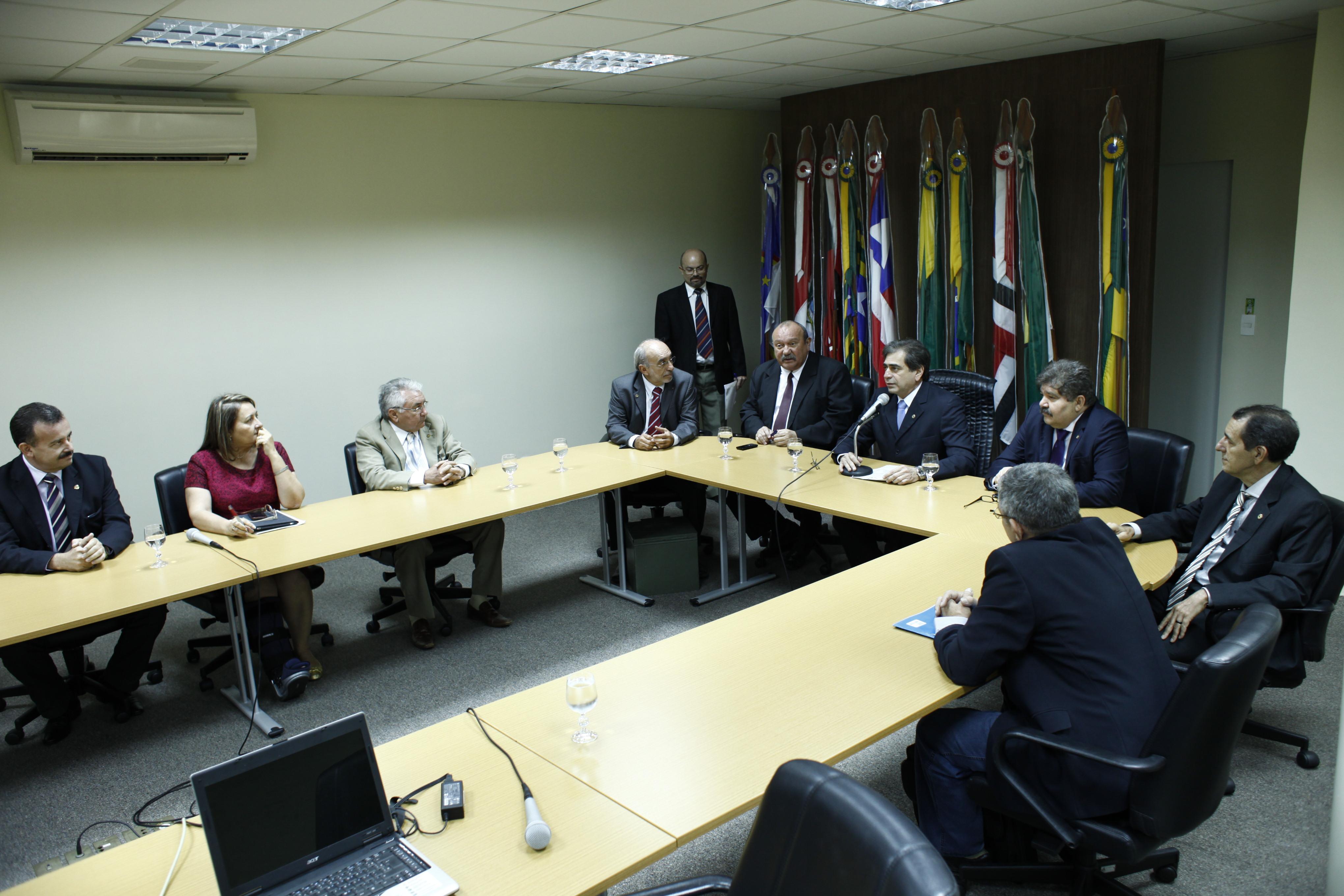Após 40 dias, a Comissão Parlamentar de Inquérito (CPI) da Telefonia Móvel foi instalada oficialmente