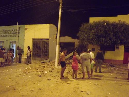 Grupo fortemente armado explode caixa do Banco do Brasil em Penaforte (Foto: Carlinhos)