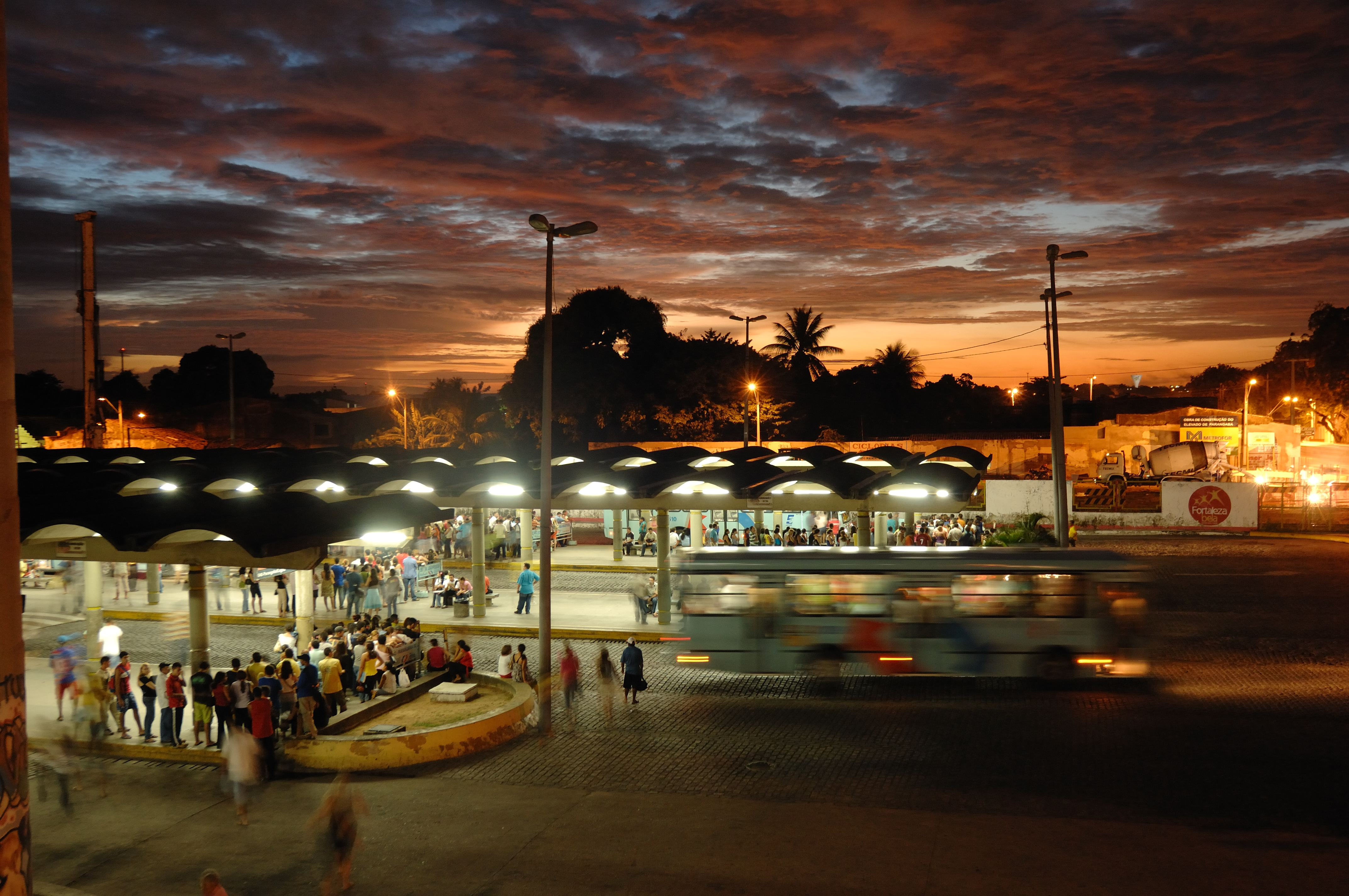 Com várias críticas ao transporte coletivo de Fortaleza, o advogado analisa possíveis processos por danos morais (FOTO: Falcão Jr)