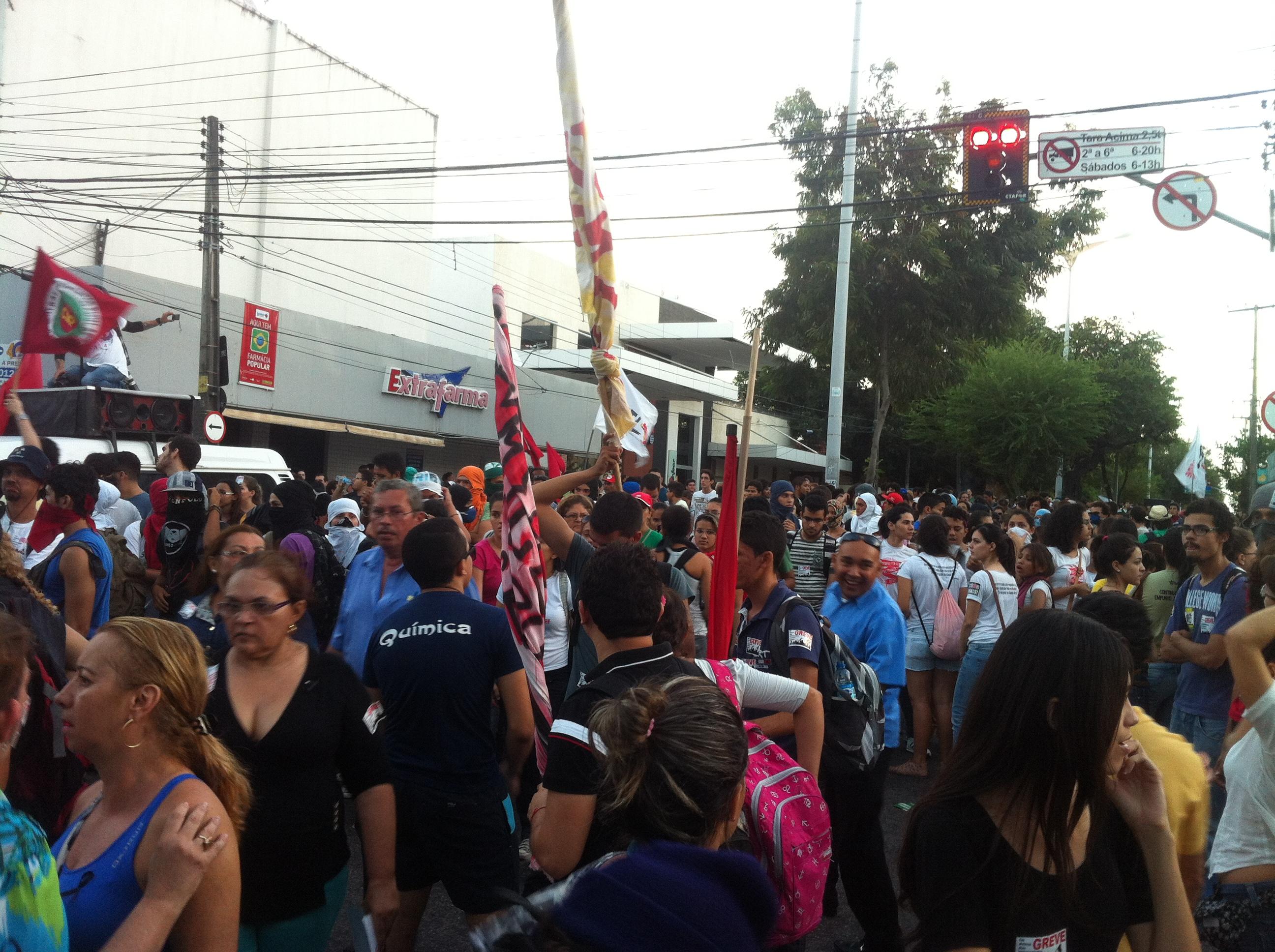 Grupo realiza manifestação no Palácio da Abolição (FOTO: Samuel Asafe)