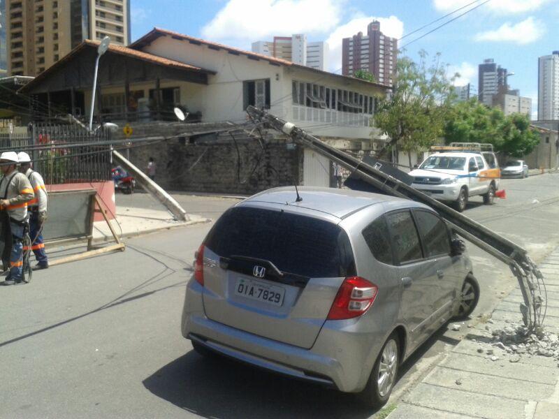 Queda de postes deixou prejuízos (FOTO: Cristiano Pantanal)