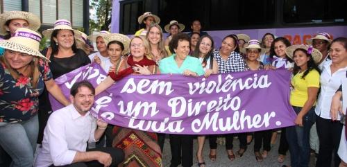 """Governador Cid Gomes assinou o termo de adesão ao programa """"Mulher, viver sem violência"""", com o objetivo de ampliar os instrumentos de combate à violência contra mulheres (FOTO: Divulgação)"""