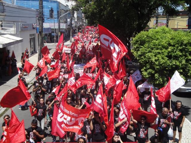 Há menos de um mês, membros da CUT/CE realizam a V Marcha pelo Trabalho Decente (FOTO: Camila Carvalho)