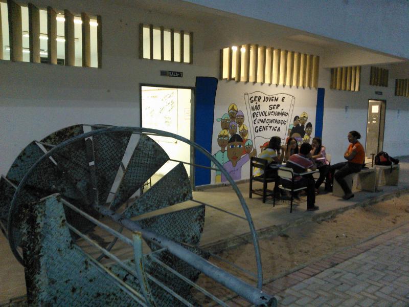 Integrantes do movimento grevista tentam impedir realização de aulas na Uece (FOTO: Diego Rabelo)