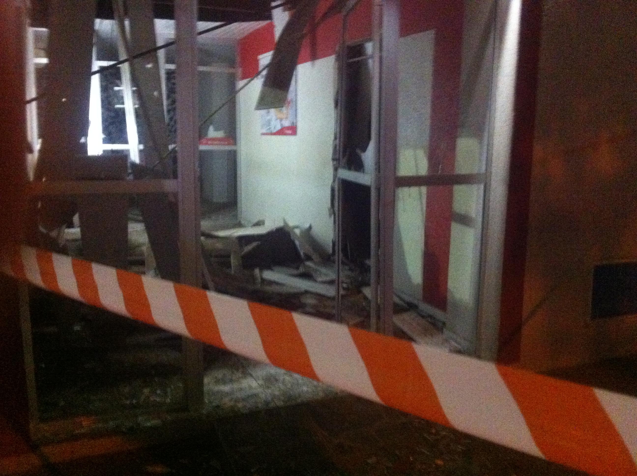 Quadrilha explode caixa eletrônico em Paramoti (FOTO: Jefferson Abreu)
