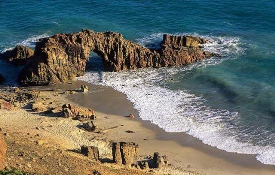 Passeio que não pode faltar durante Réveillon em Jeri é a visita à Pedra Furada (FOTO: Flickr/Creative Commons/IICS)