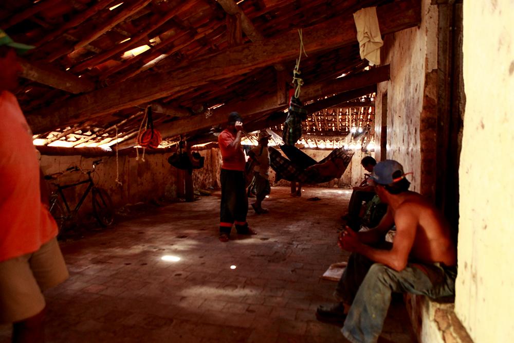 Trabalhadores em situação similar a de escravos são resgatados no interior do Ceará (FOTOS: PRF)