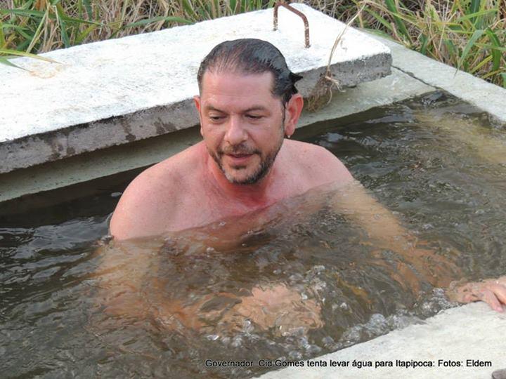 Cid Gomes em mergulho em tanque d´agua de adutora em Itapipoca (FOTO: Élden)