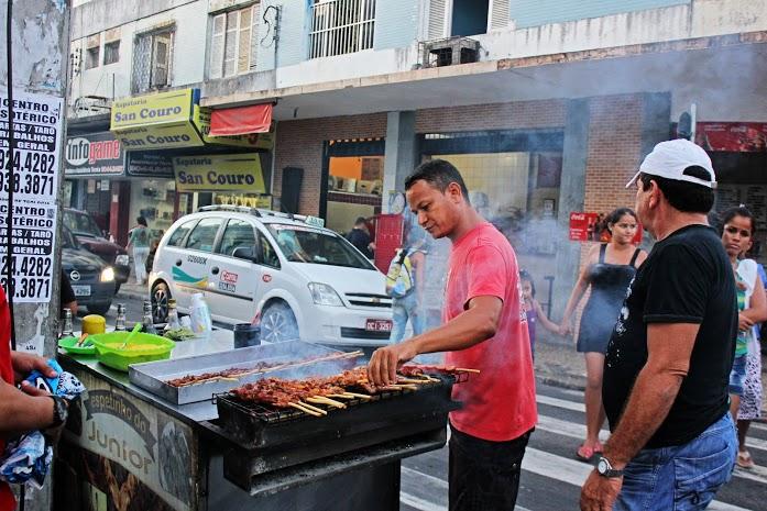 Ambulantes conseguem apurar até cerca de R$ 100 por dia (FOTO: Renato Ferreira)
