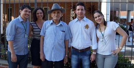 Mesmo com 86 anos, Seu Lunga fez questão de passar pelo recadastramento biométrico (FOTO: TCE/ Divulgação)