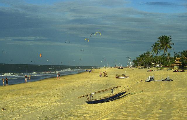 Cumbuco é a praia ideal para a prática de windsurf. FOTO: Flickr/ Creative Commons/ Otávio Nogueira)