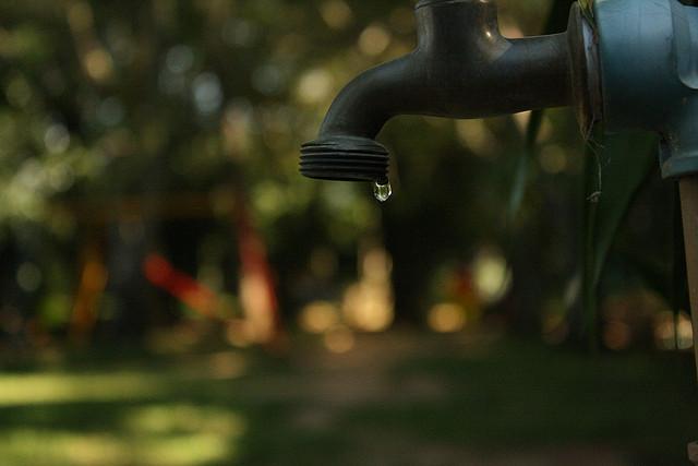 Durante a suspensão, a Cagece orienta que a água seja consumida de forma moderada para evitar o desperdício. (FOTO: Flick/ Creative Commons/ Eduardo Otubo)